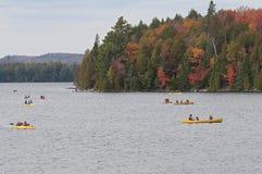 Kayaking przy kajakowym jeziorem Obraz Royalty Free