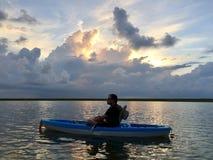 Kayaking przy wschodem słońca Zdjęcia Royalty Free