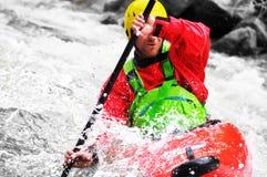 Kayaking som extrem och rolig sport arkivbilder