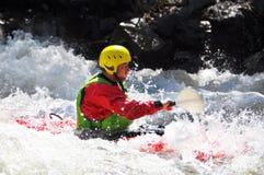 Kayaking som extrem och rolig sport arkivbild