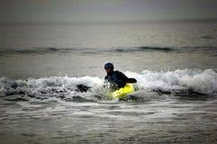 Kayaking sur la côte Devon de sud-ouest Photographie stock libre de droits
