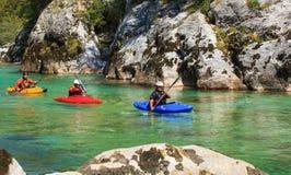 Kayaking sur la rivière de Soca, la Slovénie Photographie stock libre de droits