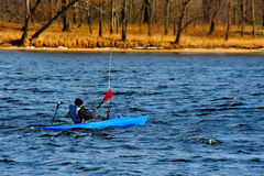 kayaking vinter wisconsin royaltyfri bild
