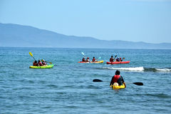 Kayaking w morzu, Hiszpania Obrazy Royalty Free