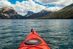 Kayaking Zieleni Rzeczni jeziora w Wyoming obraz royalty free
