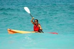 Kayakingsvrouw Stock Foto