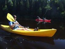 kayaks красный желтый цвет Стоковая Фотография RF