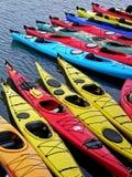 Kayaks dans une ligne Photo libre de droits