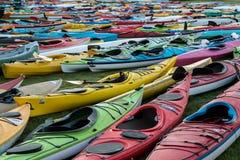 Kayaks en abondance Images libres de droits