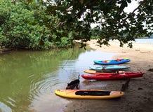 Kayaks et panneaux de palette Photographie stock libre de droits