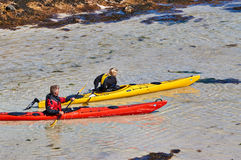 kayaks le jaune rouge Photos libres de droits