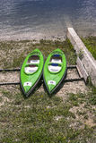 Kayaks sur la banque Photo libre de droits