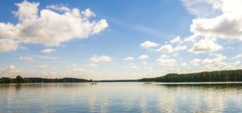 Kayaks sur le lac Photos libres de droits