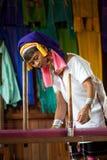 Kayan Lahwi stara kobieta wiruje Zdjęcia Royalty Free