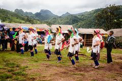 Kayan plemię, Kayan taniec w Kayan wiosce, Kayah stan, Myanmar zdjęcia stock