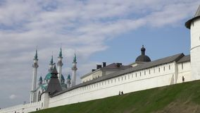 Kazán el Kremlin y mezquita del sharif del kul en Rusia metrajes