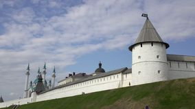 Kazán el Kremlin y mezquita del sharif del kul en Rusia almacen de metraje de vídeo