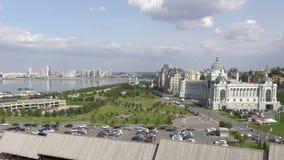 Kazán es una ciudad grande en Rusia El vídeo muestra un panorama hermoso de la ciudad y del río de Kazanka almacen de metraje de vídeo
