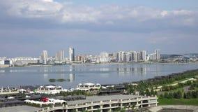 Kazán es una ciudad grande en Rusia El vídeo muestra un panorama hermoso de la ciudad y del río de Kazanka metrajes