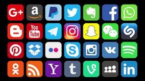Kazán, Rusia - 30 de enero de 2018: Animación de los logotipos sociales populares de los medios que se substituyen rápidamente