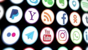 Kazán, Rusia - 15 de marzo de 2019 Animación de los logotipos sociales populares de los medios que se substituyen rápidamente