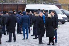 Kazán, Rusia, el 17 de noviembre de 2016, persona oficial - los parientes de la reunión se estrellaron en el accidente de avión e Foto de archivo