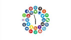 Kaz?n, Rusia - 5 de marzo de 2018: Animaci?n de los logotipos sociales populares de los medios con los relojes, ilustrada como p?