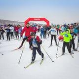 KAZACHSTAN ALMATY, LUTY, - 25, 2018: Amatorskie przez cały kraj narciarstwa rywalizacje ARBA narciarski fest 2018 uczestnicy Obraz Royalty Free