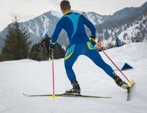 KAZACHSTAN ALMATY, LUTY, - 25, 2018: Amatorskie przez cały kraj narciarstwa rywalizacje ARBA narciarski fest 2018 uczestnicy Zdjęcia Royalty Free