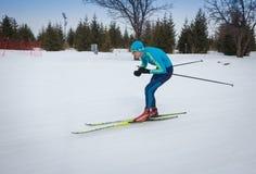 KAZACHSTAN ALMATY, LUTY, - 25, 2018: Amatorskie przez cały kraj narciarstwa rywalizacje ARBA narciarski fest 2018 uczestnicy Zdjęcie Royalty Free