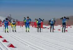 KAZACHSTAN ALMATY, LUTY, - 25, 2018: Amatorskie przez cały kraj narciarstwa rywalizacje ARBA narciarski fest 2018 uczestnicy Obrazy Royalty Free
