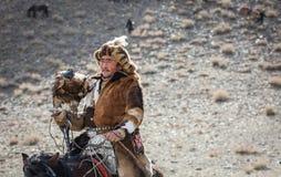 Kazakh adelaarsjager met zijn adelaar Royalty-vrije Stock Foto