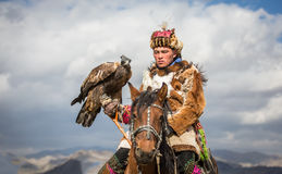 Kazakh adelaarsjager op zijn paard Royalty-vrije Stock Afbeeldingen