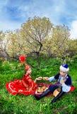 Kazakhpar i trädgården royaltyfri foto