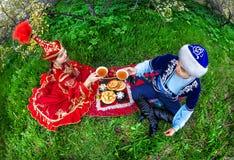 Kazakhpar i trädgården arkivfoto