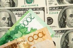 Kazakhtenge och U S Dollar Arkivfoto