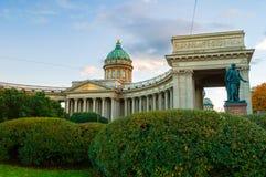 Kazan καθεδρικός ναός σε Άγιο Πετρούπολη, τη Ρωσία και το μνημείο στο Michael Ανδρέας Barclay de Tolly Στοκ εικόνα με δικαίωμα ελεύθερης χρήσης