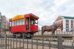 Kazan, Ρωσία - 28 Μαρτίου 2017 μνημείο στο άλογο-laborer Petrushka, το οποίο ελειτούργησε στο horse-drawn σιδηρόδρομο Στοκ Εικόνα