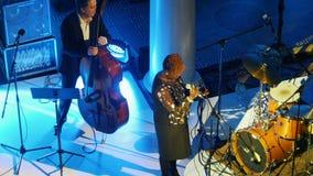 kazan Ρωσία 30-03-2019: Μια συναυλία τζαζ στην αίθουσα Τραγουδιστής γυναικών αφροαμερικάνων στο στάδιο με το υπόλοιπο φιλμ μικρού μήκους