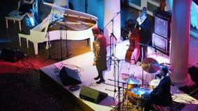 kazan Ρωσία 30-03-2019: Μια συναυλία τζαζ στη αίθουσα συναυλιών απόθεμα βίντεο