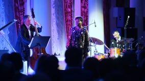 kazan Ρωσία 30-03-2019: Μια συναυλία τζαζ στη αίθουσα συναυλιών Τραγουδιστής γυναικών αφροαμερικάνων στο στάδιο φιλμ μικρού μήκους