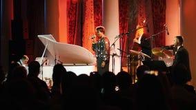 kazan Ρωσία 30-03-2019: Μια συναυλία τζαζ Τραγούδι γυναικών αφροαμερικάνων στο στάδιο φιλμ μικρού μήκους