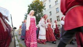 Kazan, Ρωσία, στις 19 Ιουλίου 2017, ρωσικό λαϊκό σύνολο στα παραδοσιακά κοστούμια που περπατούν γύρω από την πόλη με τα τραγούδια φιλμ μικρού μήκους