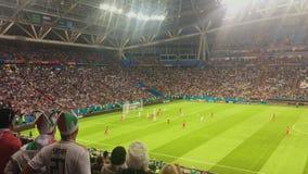 KAZAN, ΡΩΣΙΑ - 20 Ιουνίου 2018: Παγκόσμιο Κύπελλο 2018 της FIFA - Kazan στάδιο χώρων - αντιστοιχία Ιράν-Ισπανία - θεατές απόθεμα βίντεο