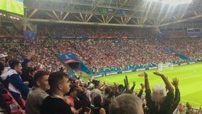 KAZAN, ΡΩΣΙΑ - 20 Ιουνίου 2018: Παγκόσμιο Κύπελλο 2018 της FIFA - Kazan στάδιο χώρων - αντιστοιχία iram-Ισπανία - θεατές που φαίν απόθεμα βίντεο