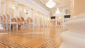 KAZAN, ΡΩΣΙΑ - 30 ΜΑΡΤΊΟΥ 2018: , Δημαρχείο - αίθουσα χορού πολυτέλειας - που προετοιμάζεται για το ιστορικό κόμμα χορού Στοκ Εικόνες