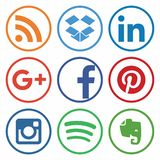 KAZAN, ΡΩΣΙΑ - 26 Οκτωβρίου 2017: Συλλογή των δημοφιλών κοινωνικών λογότυπων μέσων που τυπώνονται σε χαρτί ελεύθερη απεικόνιση δικαιώματος