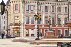 kazan Calle de Baumana Monumento al cantante Feodor Chaliapin Foto de archivo libre de regalías