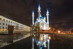 Kazan het Kremlin bij nacht wordt verlicht die royalty-vrije stock foto