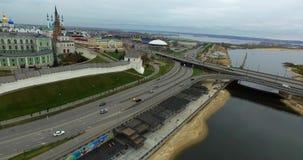 Kazan het Kremlin, brug van de kazanka-Rivier stock video